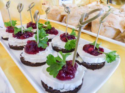 Catering mit abwechslungsreichem Fingerfood für Firmenfeiern im Raum Kassel gibt es bei Goya